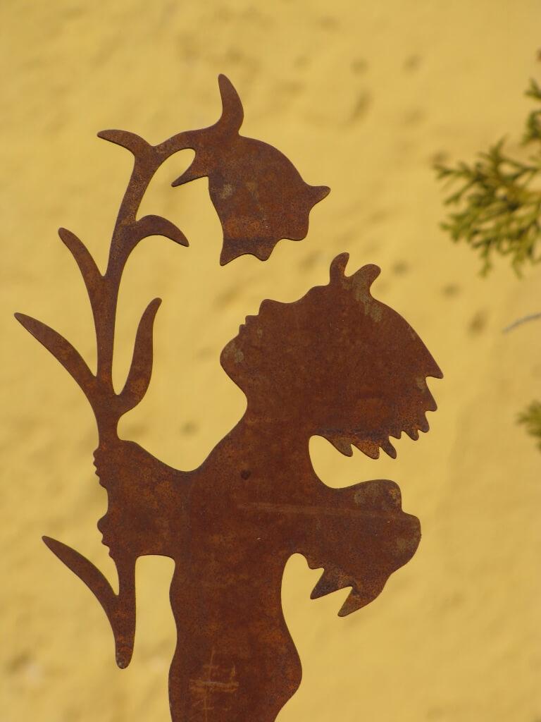 Edelrost gartenstecker elfe mit blume metall gartenstab for Edelrost gartenstecker