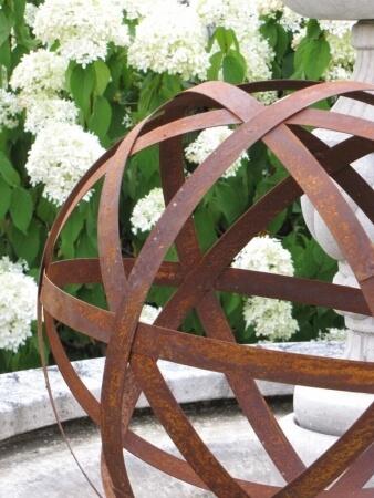 Edelrost kugel aus blechstreifen 20 cm angels garden for Rostelemente garten