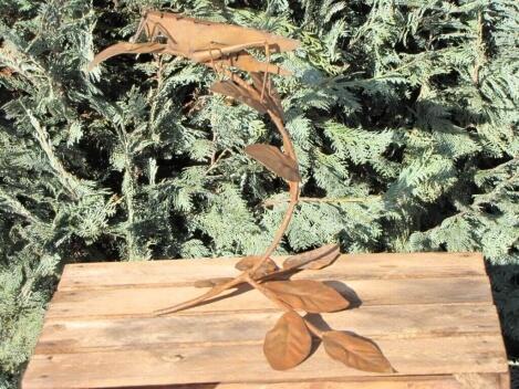 Figur Baum Tier Metallfigur Heuschrecke aus Edelrost Deko Garten