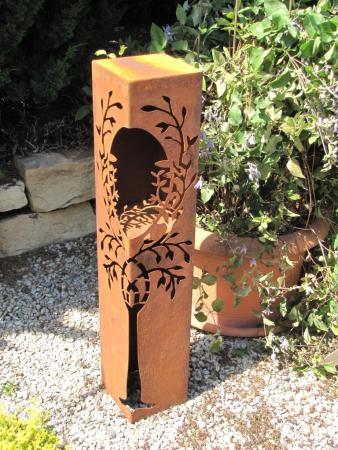 edelrost dekos ule mit baum und ffnung angels garden. Black Bedroom Furniture Sets. Home Design Ideas