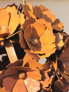 edelrost kugel pusteblume zum h ngen angels garden dekoshop. Black Bedroom Furniture Sets. Home Design Ideas
