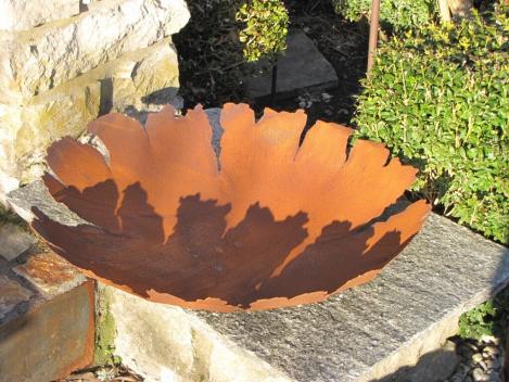 Brunnen rissdekor aus edelrost angels garden dekoshop for Rostelemente garten