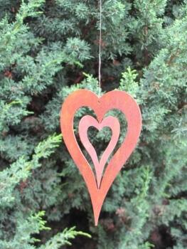 Kleines h ngeherz zum drehen aus edelrost angels garden for Rostige herzen gartendeko