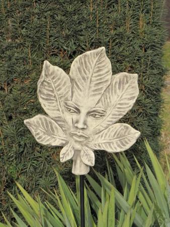 Baumh terin kastanie aus steinguss angels garden dekoshop for Rostelemente garten
