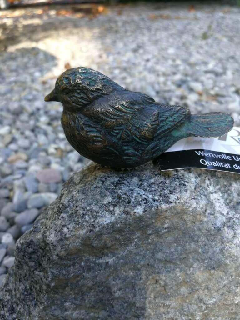 Bronze Vogel sitzend auf Schwarzwald Granit Bronzefigur Bronzeskulptur Dekofigur
