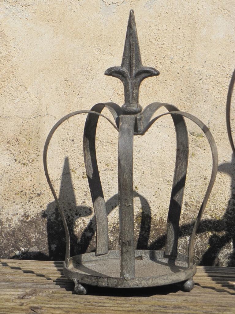 Kleine Krone Aus Metall Im Shabby Chic Design Mit Bodenplatte
