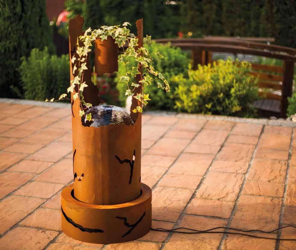 Brunnen rissdekor aus edelrost angels garden dekoshop for Rostige gartenstecker