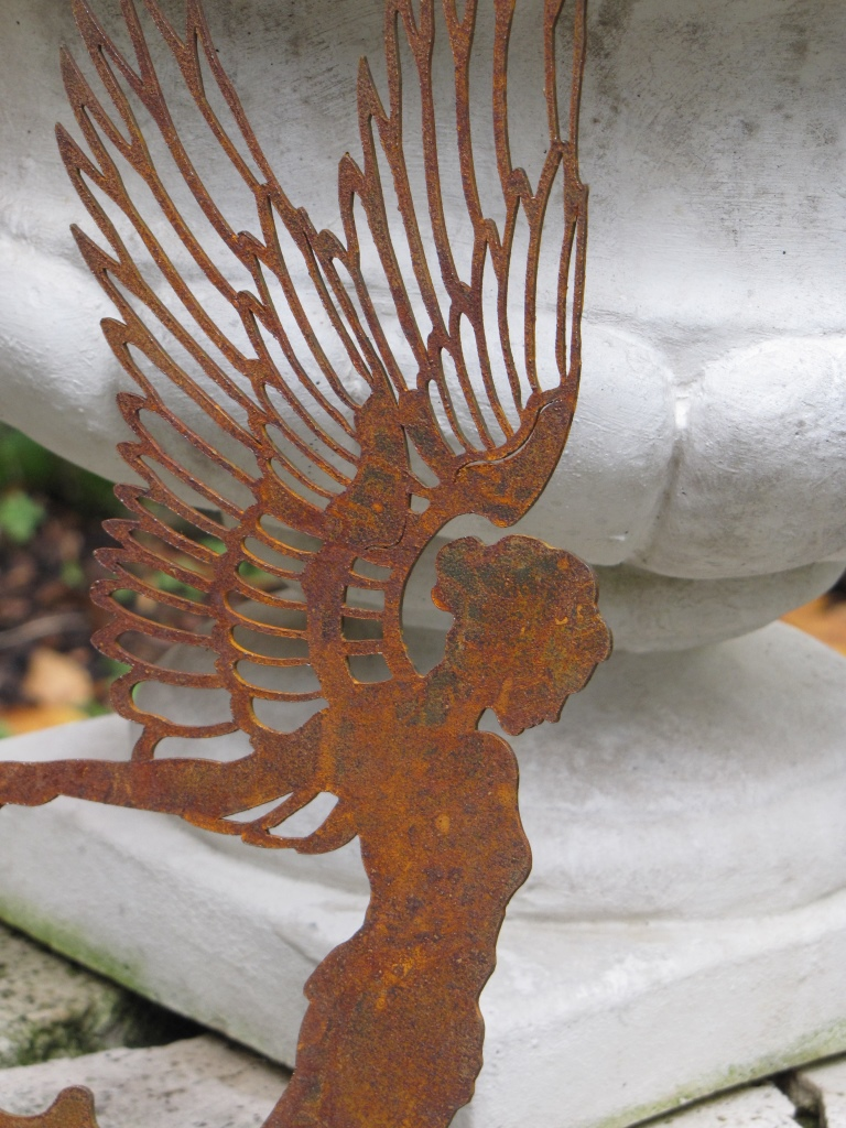 edelrost engel aurelie zum h ngen 55 cm angels garden dekoshop. Black Bedroom Furniture Sets. Home Design Ideas