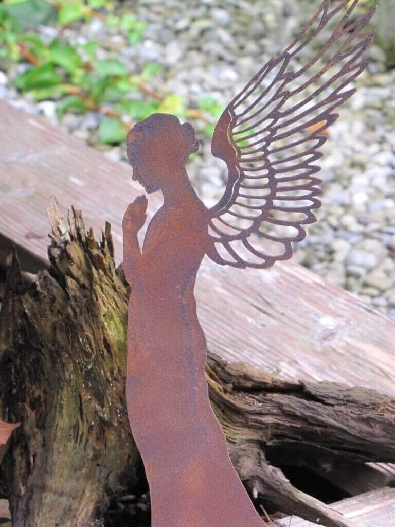 Edelrost engel santine auf platte angels garden dekoshop for Gartendeko engel rost