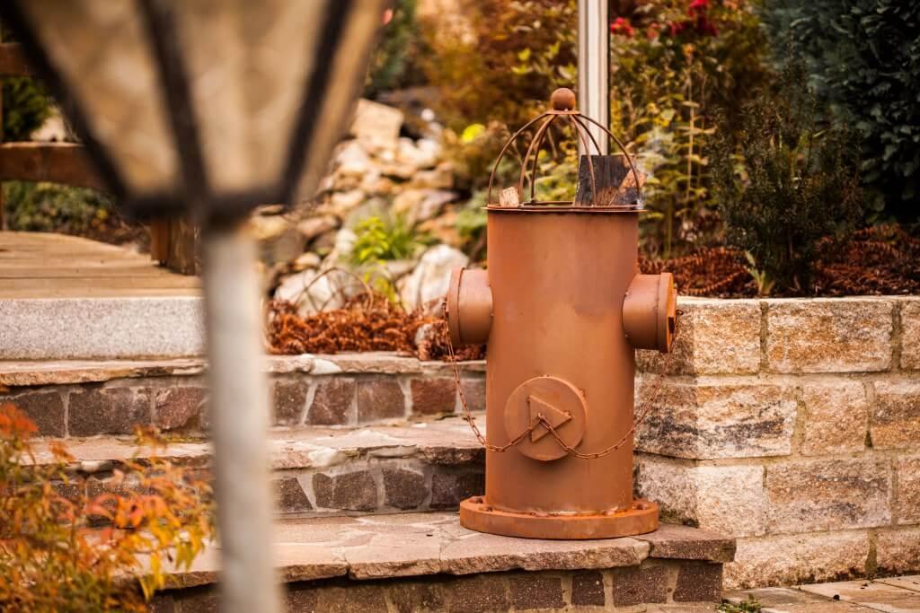 Edelrost feuerkorb hydrant angels garden dekoshop for Rostige gartenstecker
