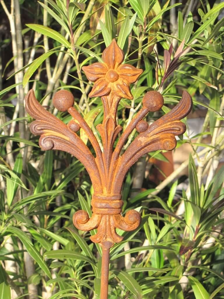 Edelrost gartenstecker ornament bl ten aus gusseisen for Edelrost gartenstecker