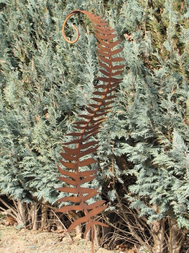Edelrost farnblatt 110 cm mit haken angels garden dekoshop for Rostige herzen gartendeko