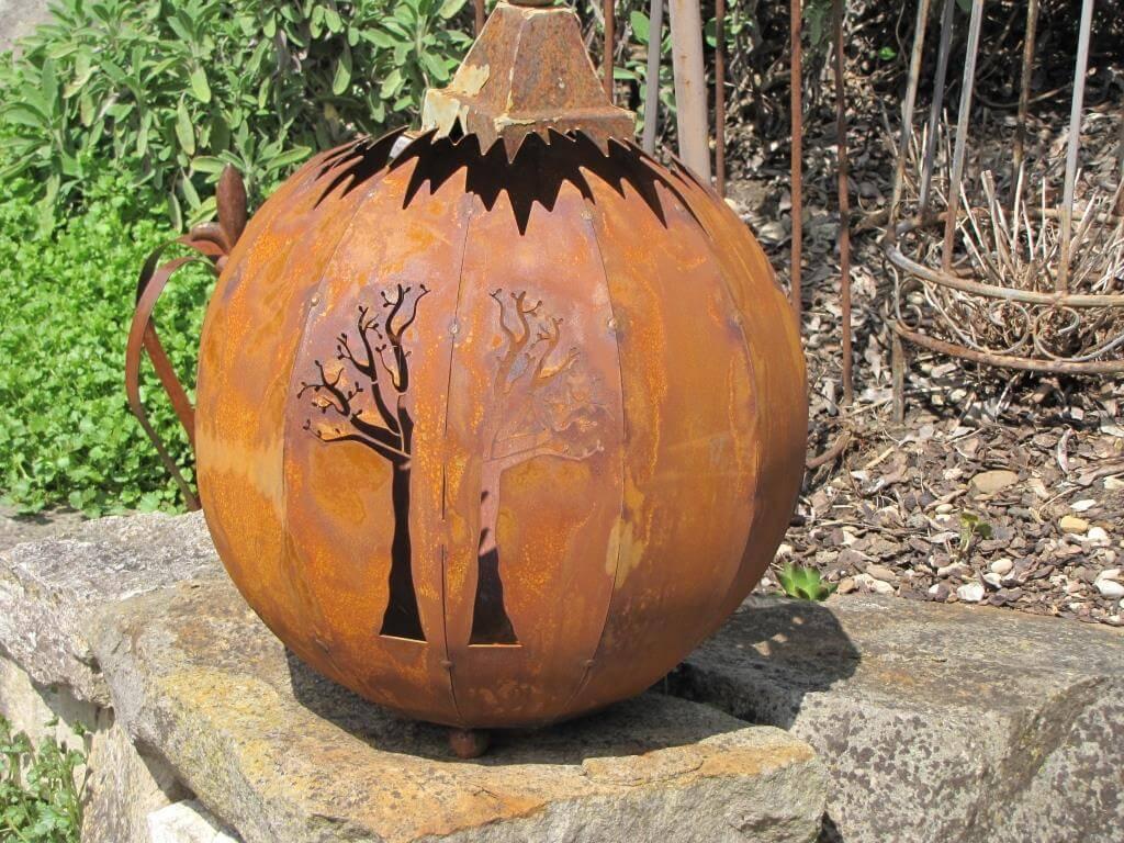 Kleine dekorative kugel baum aus edelrost angels garden for Tiere aus edelrost