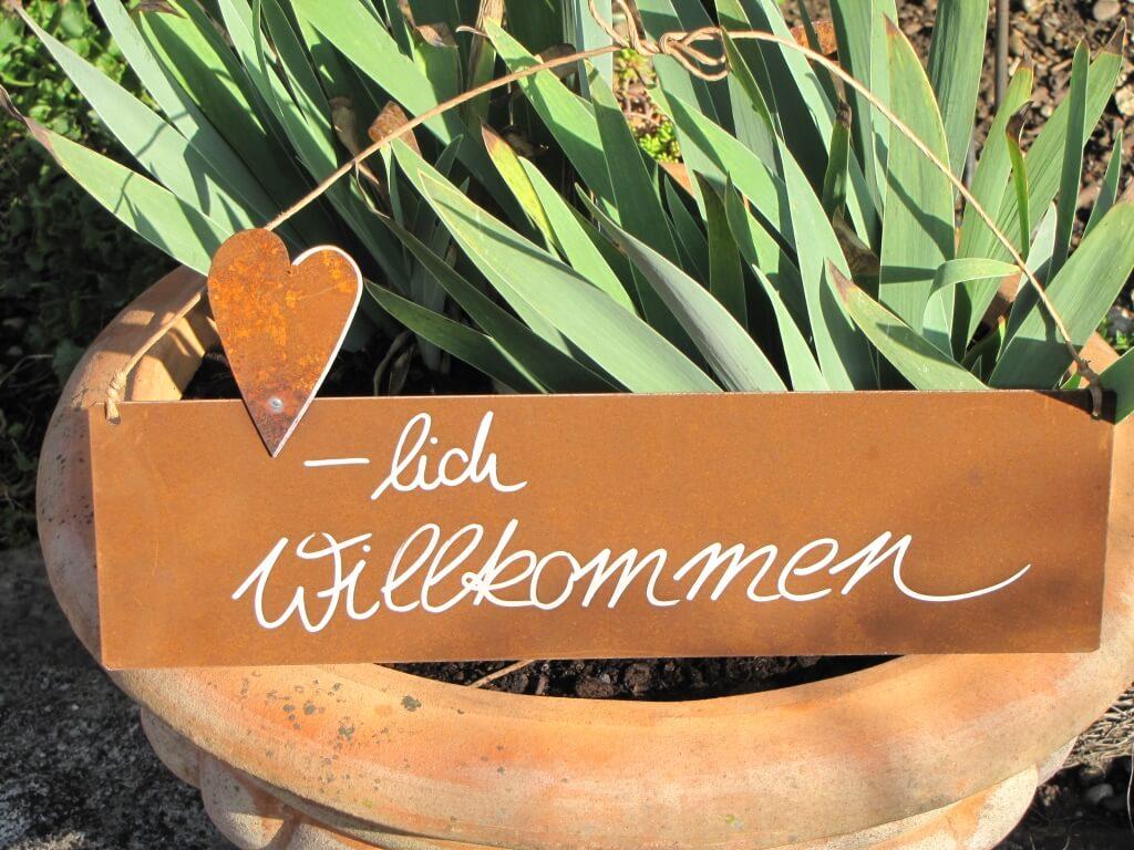 edelrost schild mit herz herzlich willkommen angels garden dekoshop. Black Bedroom Furniture Sets. Home Design Ideas