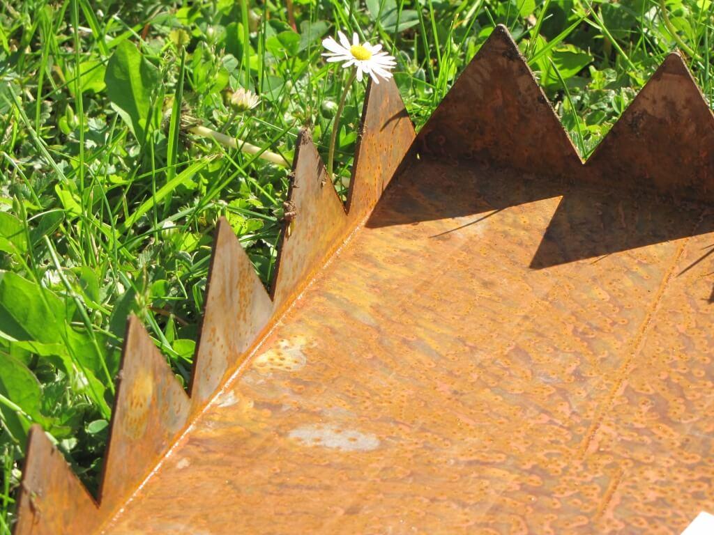 Trittplatte oder wegplatte aus metall f r den garten for Tiere aus metall gartendeko