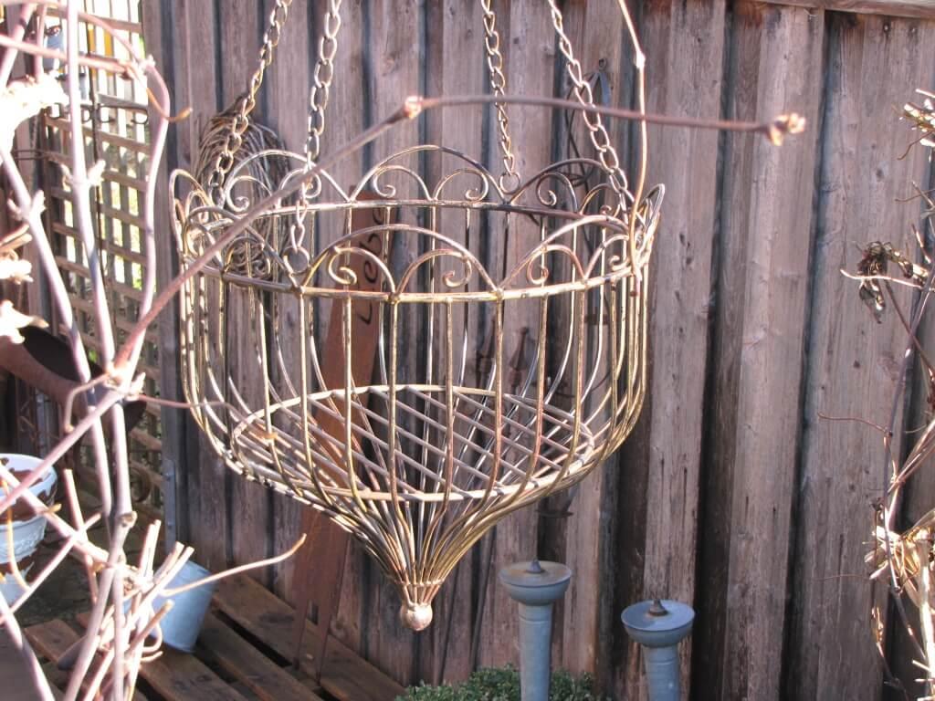 h ngekorb chiesa aus metall angels garden dekoshop. Black Bedroom Furniture Sets. Home Design Ideas