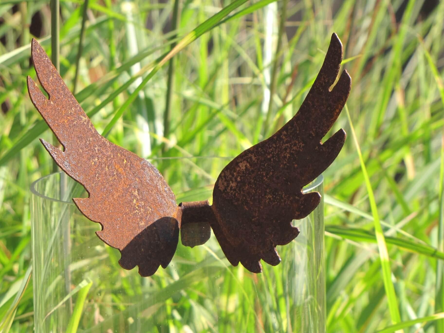 Hohe engelsfl gel aus rost angels garden dekoshop for Hohe windlichter