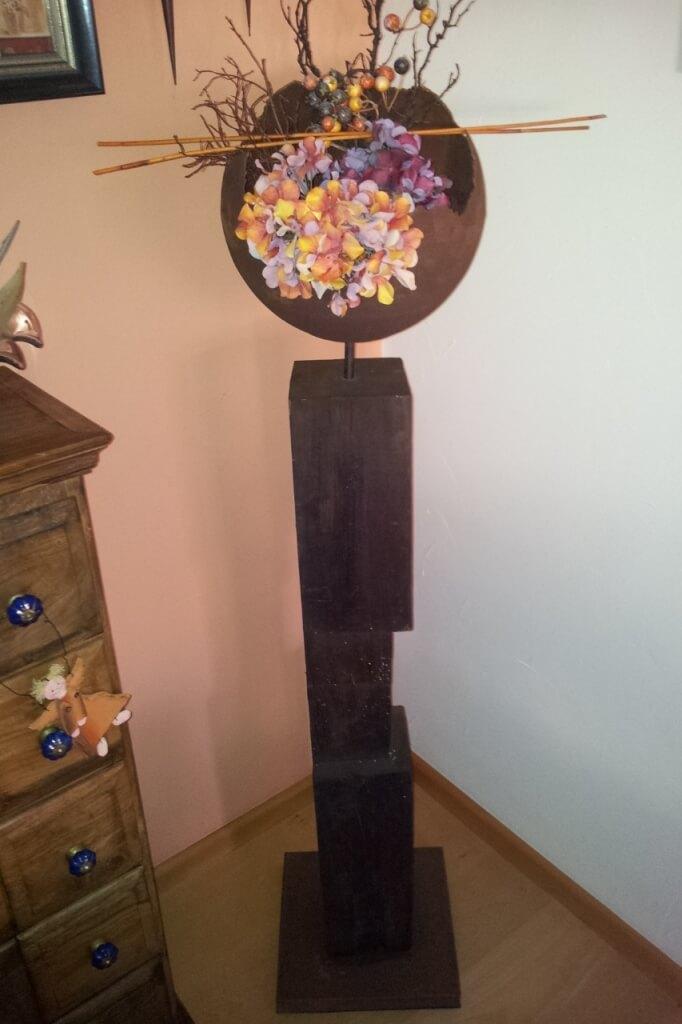 Holz Säule mit Kugelvase aus Edelrost - Angels Garden Dekoshop