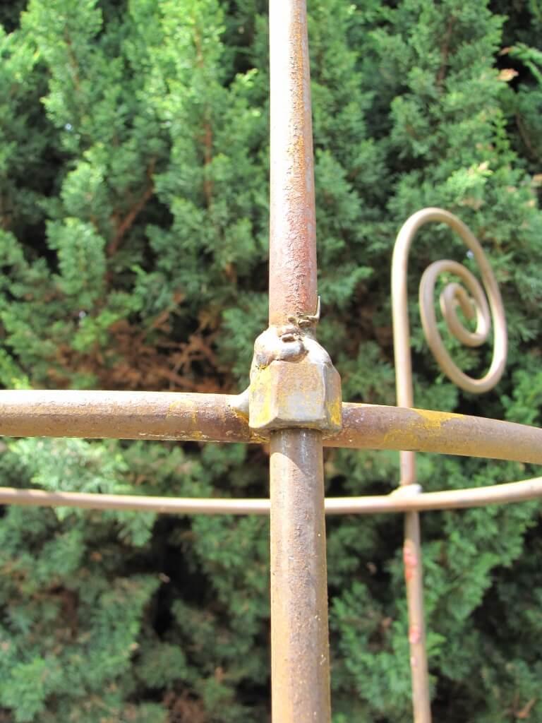 Staudenhalter aus metall f r stauden durchmesser 39 cm for Tiere aus metall gartendeko
