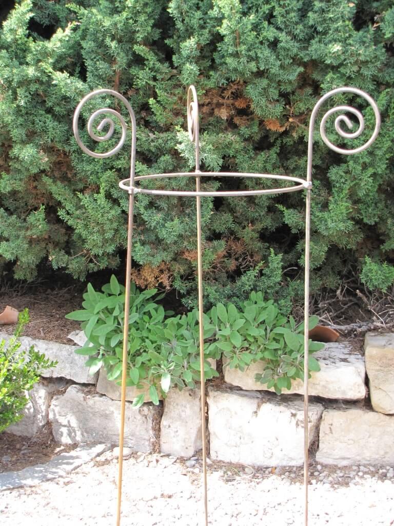 Edelrost staudenhalter aus metall 59 cm durchmesser for Blumen aus rostigem metall