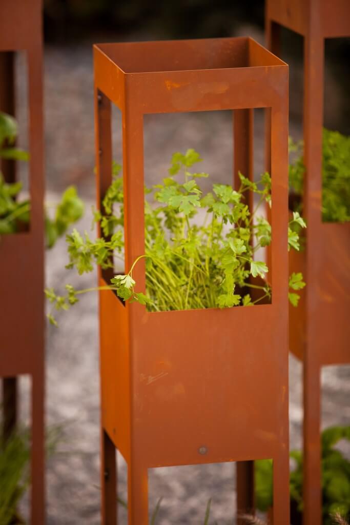 rosts ule kr uterturm aus edelrost angels garden dekoshop. Black Bedroom Furniture Sets. Home Design Ideas