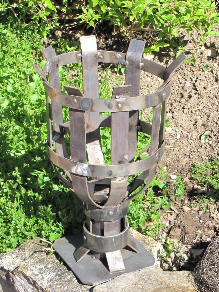 Rustikale gartenfackel aus metall feuerstelle for Gartenstecker metall rostoptik edelstahl