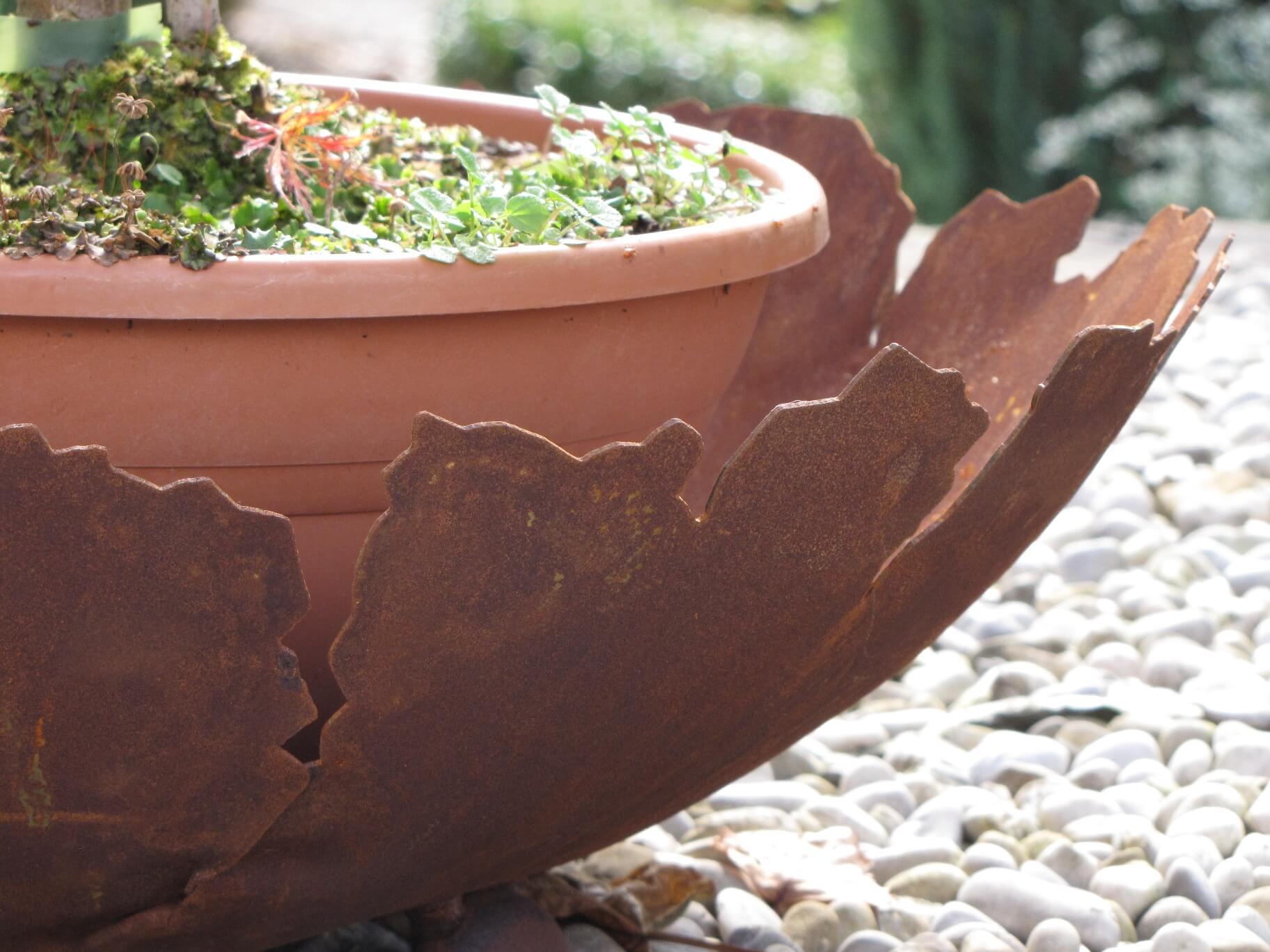 Edelrost pflanzschale riss angels garden dekoshop for Tiere aus edelrost