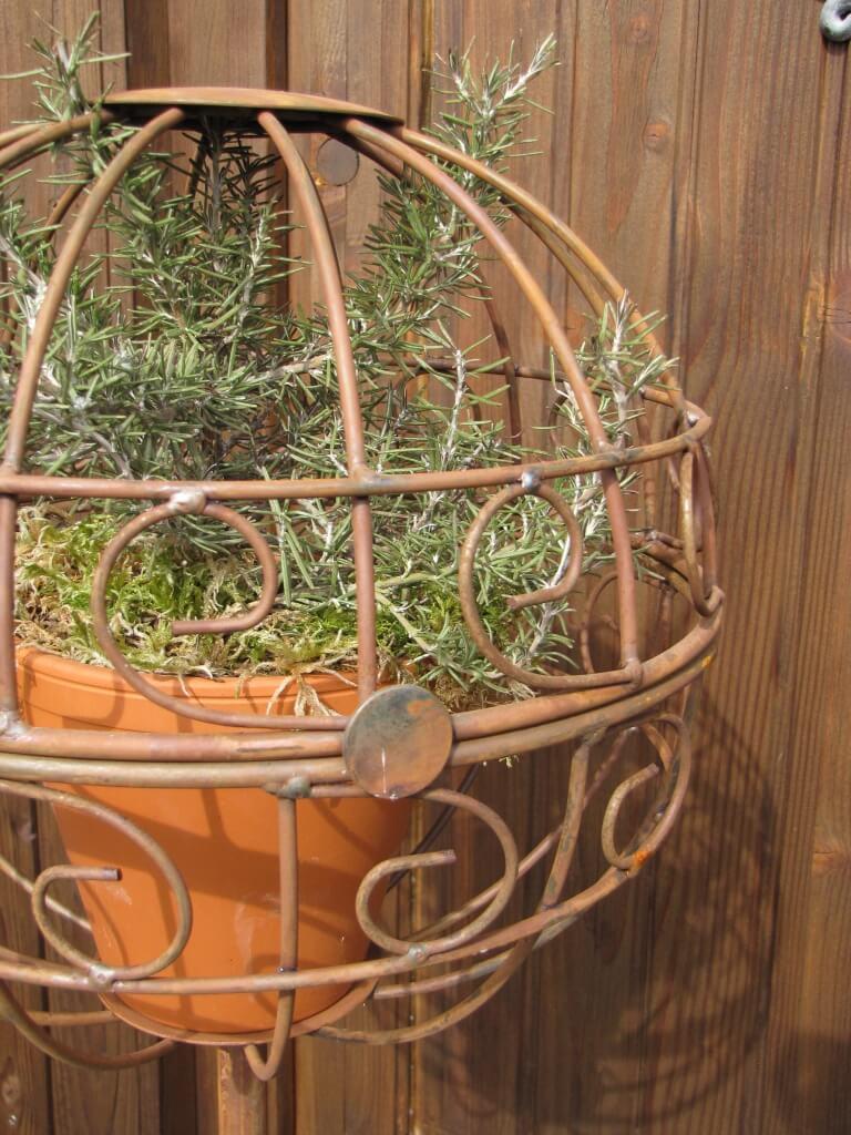 Gartenstecker kugel aus edelrost angels garden dekoshop for Gartenstecker edelrost