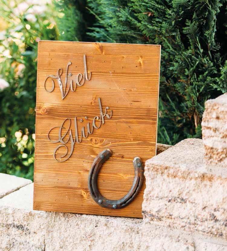 Holztafel viel gl ck mit hufeisen aus edelrost angels for Hufeisen aus holz