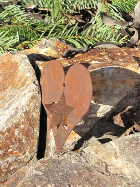Herz mit stern zum drehen aus edelrost zum aufh ngen for Rostige herzen gartendeko
