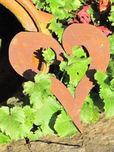 Herz offen aus edelrost zum aufh ngen angels garden dekoshop for Rostige herzen gartendeko