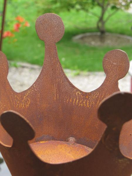 gro e konische krone mit boden am stabaus rost angels. Black Bedroom Furniture Sets. Home Design Ideas