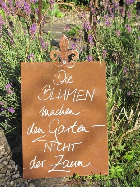 edelrost schild mit lilie blumen machen den garten angels garden dekoshop. Black Bedroom Furniture Sets. Home Design Ideas