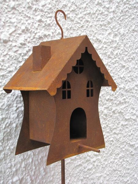 kleines vogelhaus auf gartenstab aus edelrost angels. Black Bedroom Furniture Sets. Home Design Ideas