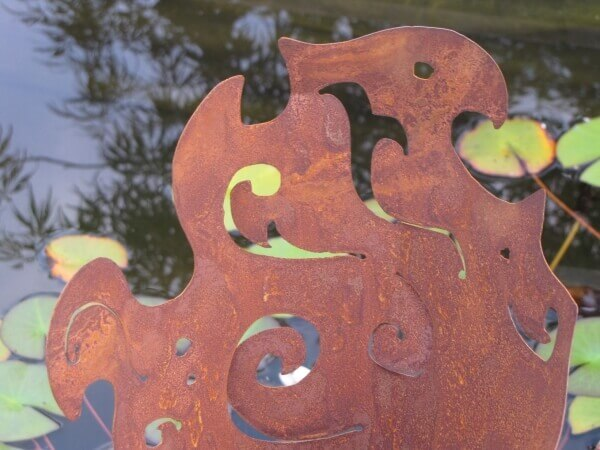 Barocke metallt te auf platte aus edelrost angels garden for Tiere aus edelrost