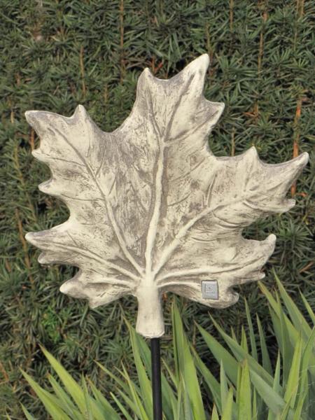 Skulptur blatt ahorn aus steinguss angels garden dekoshop for Gartendekor ahorn